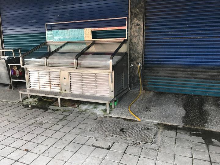 高市前鎮區草衙二路一家海產店昨深夜傳出槍響,老闆左手臂遭槍擊、呂男被打重傷。記者劉星君/攝影