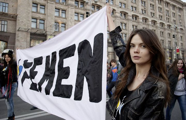 費曼組織在歐洲各大城市發起抗議。向洋影業提供