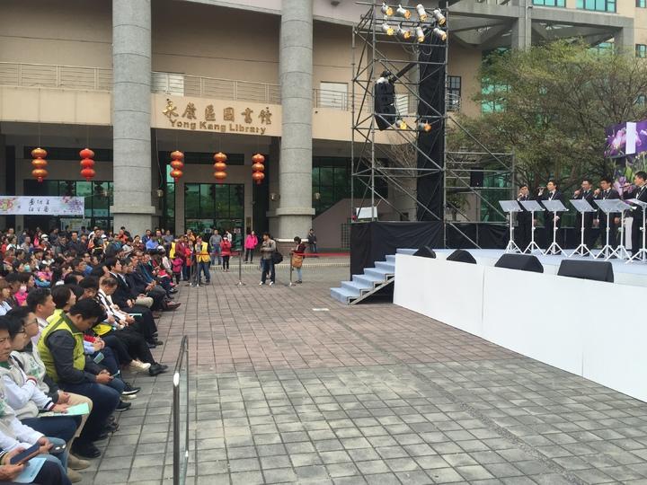 0206南台大地震將屆滿周年,台南市政府文化局四日下午三點在永康區社教中心戶外廣場舉辦迎向新生音樂會。記者吳政修/攝影