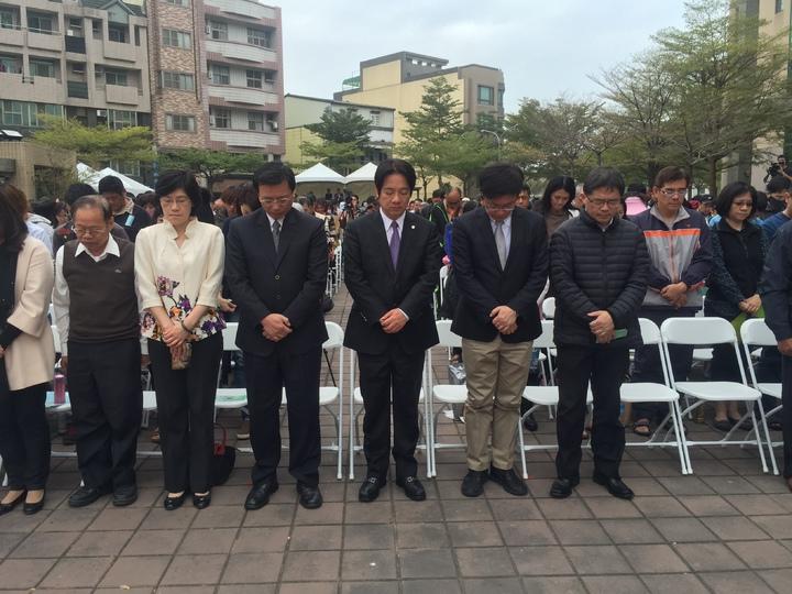 0206南台大地震將屆滿周年,台南市政舉辦音樂會,大家起立追思30秒。記者吳政修/攝影