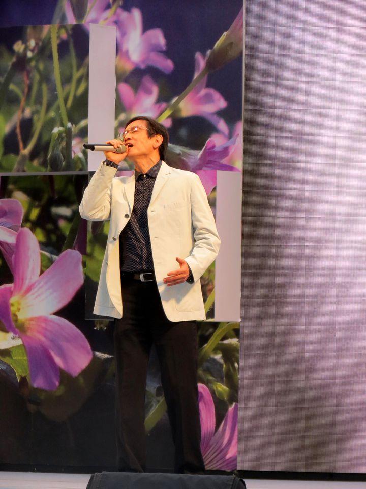 「迎向新生音樂會」,請來知名音樂人殷正洋高歌「感恩的心」。記者周宗禎/攝影
