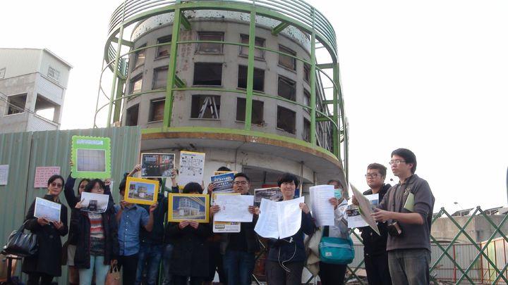嘉義火車站前、55年歷史的嘉縣公車票亭即將拆除,公民團體盼能保留,並發起連署。記者王慧瑛/攝影