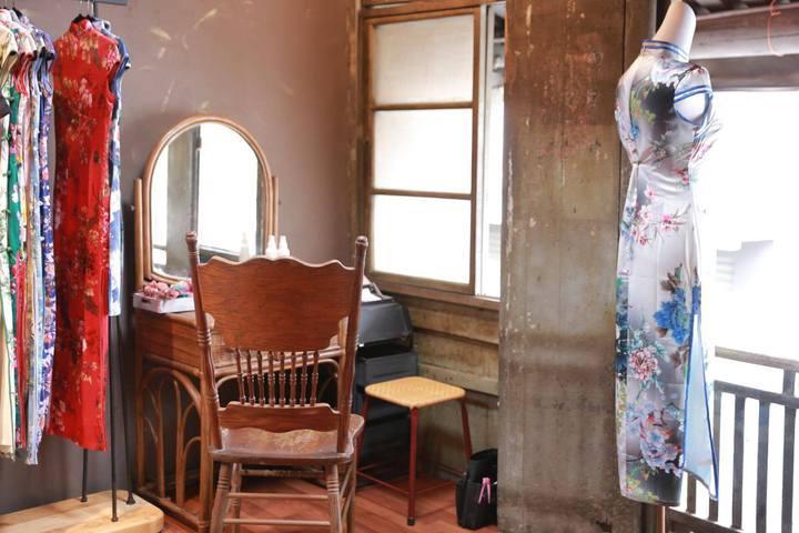 在老街屋體驗穿旗袍,別有風味。圖/旗跑提供