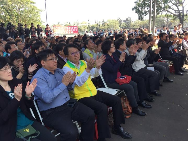 行政院長林全宣布國家圖書館南部分館座落台南新營,獲得熱烈掌聲。記者吳政修/攝影