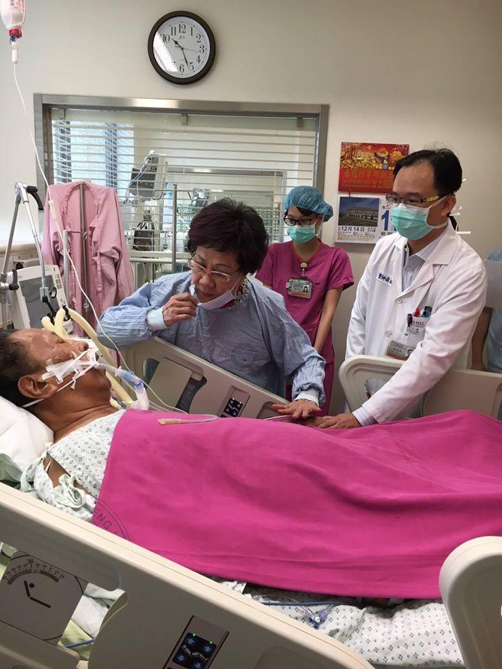 汪笨湖過年前在成大醫院住院治療,住院期間也不忘透過臉書「笨湖心聲」中,發表對時事的看法,前副總統呂秀蓮曾專程南下到醫院探視。圖/笨湖心聲提供