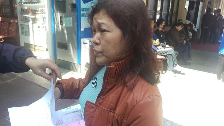 賞櫻團領隊蕭如進妻子黃美英,再爆先生血汗史,最低日領500元。記者楊正海/攝影