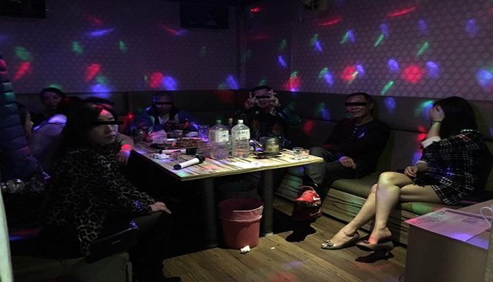 警方搗破賣淫集團經營的卡拉OK陪酒店。記者江孟謙/翻攝