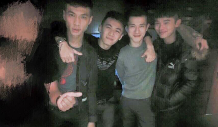 陳男(左一)與其他集團成員組織犯罪,橫行新北。記者江孟謙/翻攝