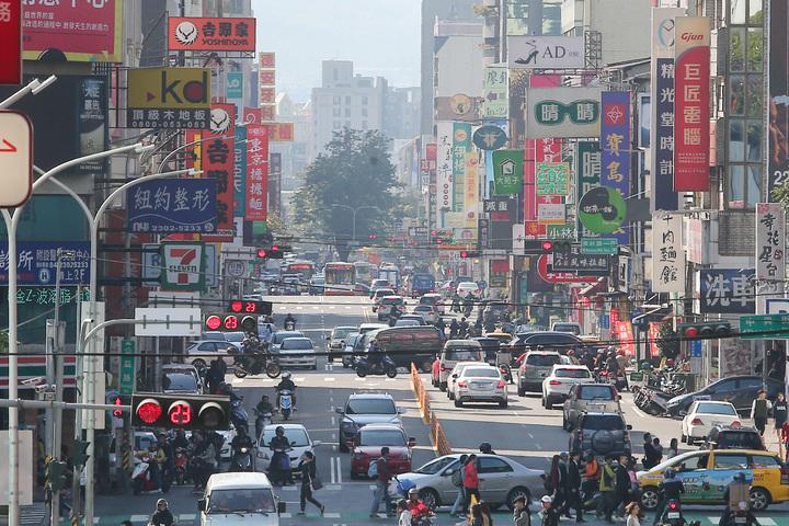 環保署對中南部發布空氣品質紅色警示。記者黃仲裕/攝影