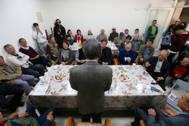 參選國民黨主席詹啟賢(中)來到成功國宅,與黨員進行「國民黨2020贏回來」改革座談會。記者許正宏/攝影