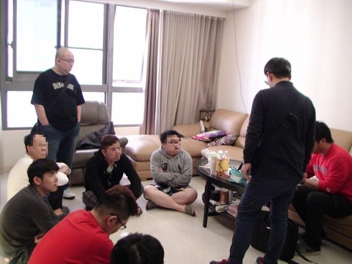 警方逮捕劉姓主嫌為首的詐騙集團成員共8人。圖/清水分局提供