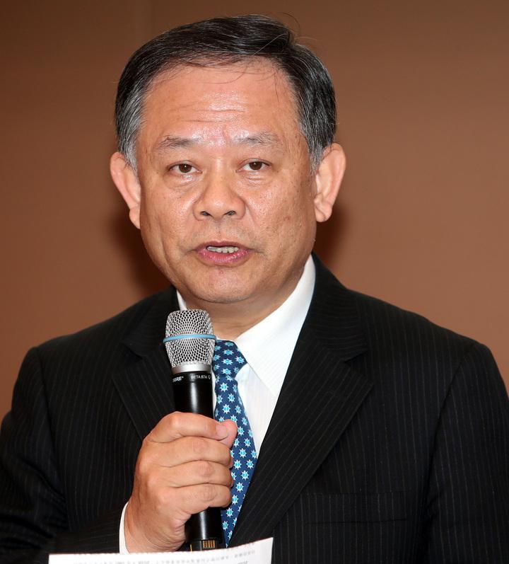 華南金總經理張雲鵬下午主持華南金第4季法說會,會後受訪表示,今年景氣溫和中小幅成長。記者侯永全/攝影
