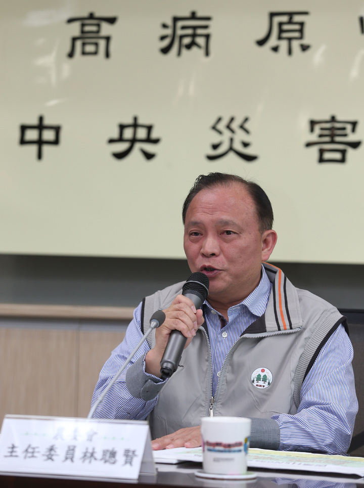 農委會主委林聰賢公布全台家禽禁宰禁運7天。記者曾吉松/攝影