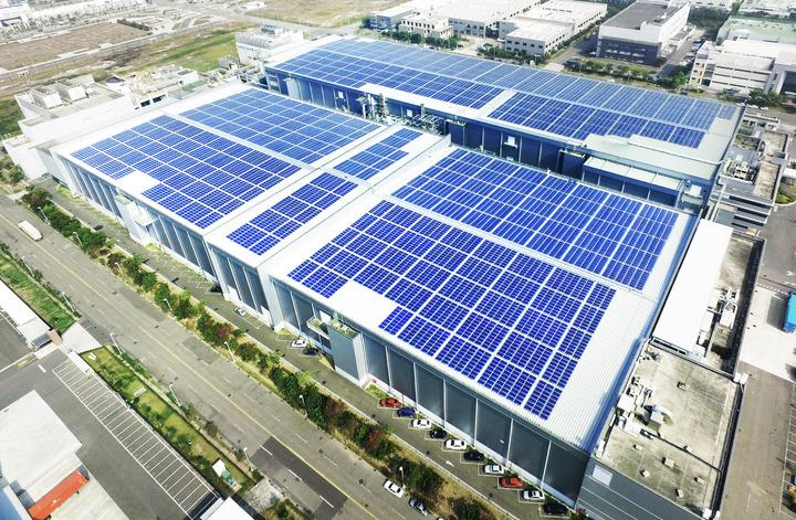 友達太陽能電廠設在台南廠區屋頂,面積有3.5公頃。記者吳淑玲/攝影