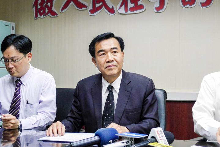 台南市前議長李全教涉及議長賄選一案,今天上午台南高分院二審宣判,改判有期徒刑3年6月,褫奪公權5年,仍可上訴。本報資料照片