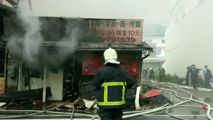 因火勢猛烈,海產店付之一炬。圖/民眾提供
