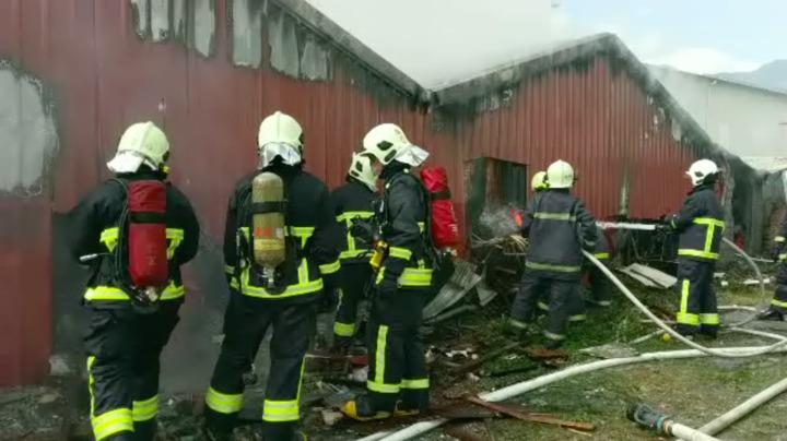 花蓮玉里鎮一家海產店今上午傳出火警,警義消前往搶救。圖/民眾提供