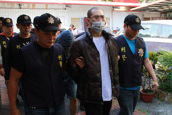 宜蘭縣礁溪鄉一家KTV昨晨鬥毆,警方逮捕5嫌,今天送辦。記者羅建旺/攝影