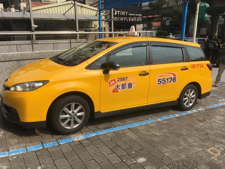 遭搶的計程車。記者林孟潔/攝影