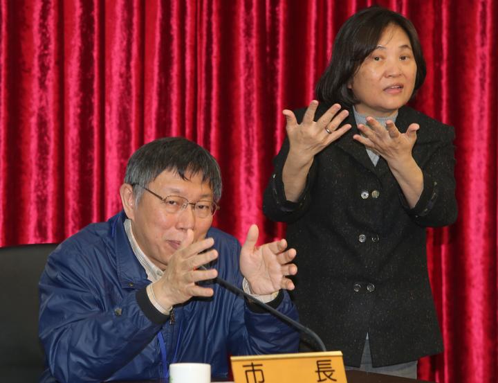 台北市長柯文哲(左)上午出席活動時表示,「中國已是世界大國,不要動不動就來恐嚇」。記者/徐兆玄攝影