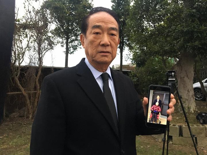 宋楚瑜提到,今年初兩人在李家門口前合影,是最後合照。記者張裕珍/攝影