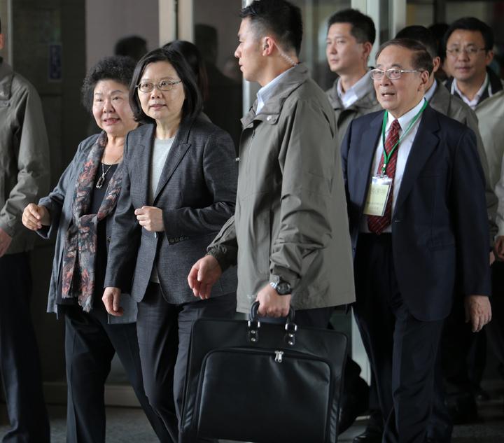 總統府南辦啟用,蔡英文總統(左二)與高雄市長陳菊(左)一起出席成立茶會。記者劉學聖/攝影