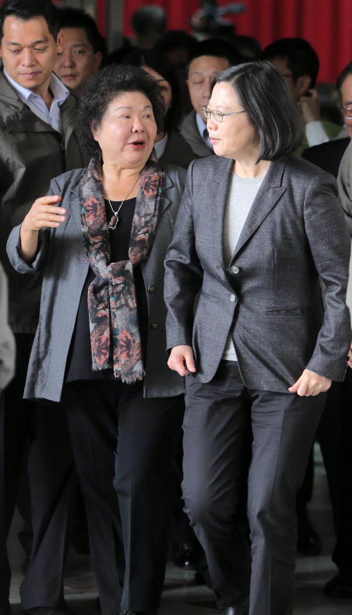 總統府南辦啟用,蔡英文總統(右)與高雄市長陳菊(左)一起出席成立茶會。記者劉學聖/攝影