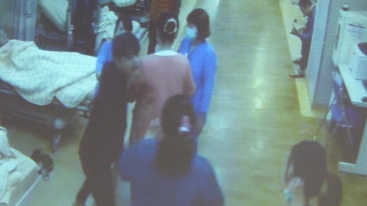 林男在急診室猛咆哮。記者鄭國樑/翻攝