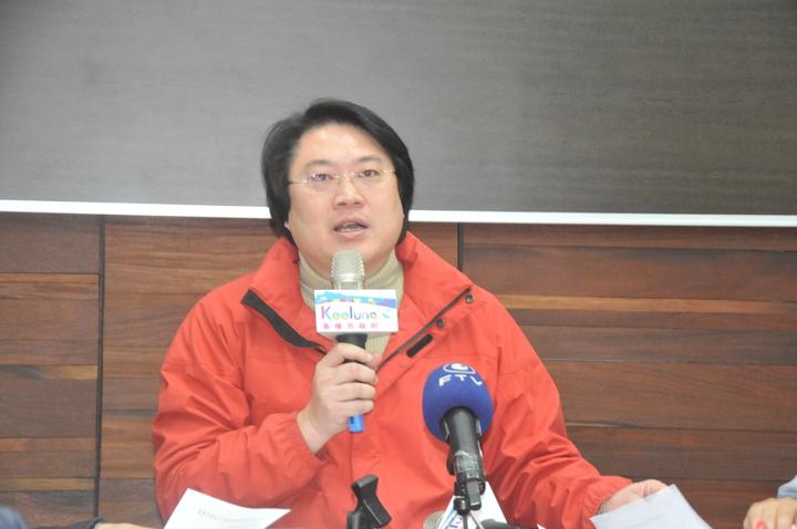 針對一例一休爭議,基隆市長林右昌說,違背中央法令說不通。記者游明煌/攝影