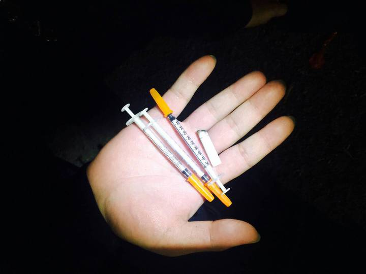 許姓嫌犯的車上被搜出海洛因注射針筒。 記者林昭彰/翻攝