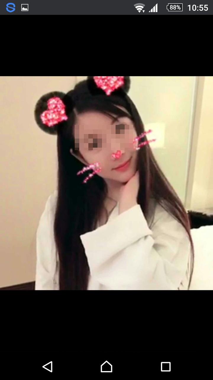 張姓大陸籍女子為應召網站拍攝性感裸露影片,展現火辣又美艷的身材,卻對外謊稱是台灣某科技公司董事長特助,成為應召網站強力推薦紅牌,為新北市警方查獲。記者王長鼎/翻攝
