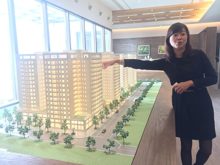 反南鐵東移照顧住宅大廈,樣品屋外觀美侖美奐。記者唐秀麗/攝影