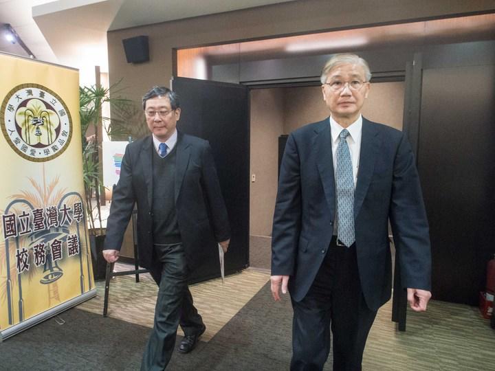 台大校長楊泮池(右)今天在校務會議上表達任期滿後不續任。記者林良齊/攝影