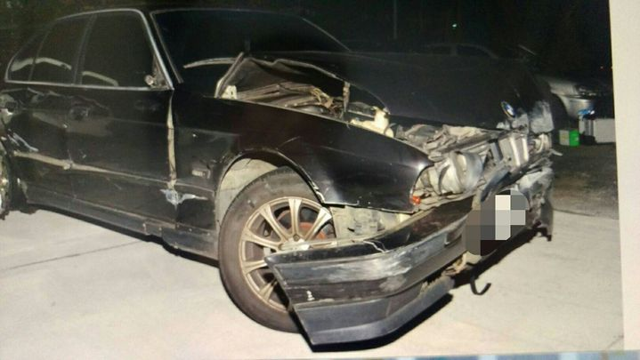 車頭撞山壁毀損,林男趕緊棄車逃逸。記者陳雕文/翻攝