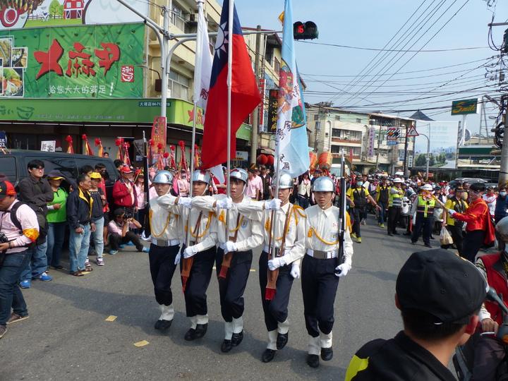 彰化南瑤宮媽祖進香回鑾,前往接駕的陣頭隊伍形形色色。記者劉明岩/攝影