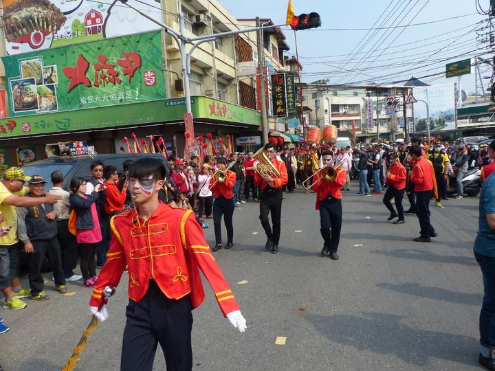 彰化南瑤宮媽祖進香回鑾,前往接駕的陣頭隊伍,可說形形色色。記者劉明岩/攝影