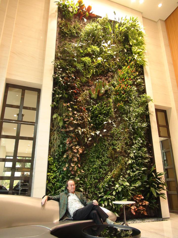 垂直花園發明家法國綠先生 Patrick Blanc為高雄市建案設計二組垂直花園,用百餘種植物組合而成。記者謝梅芬/攝影