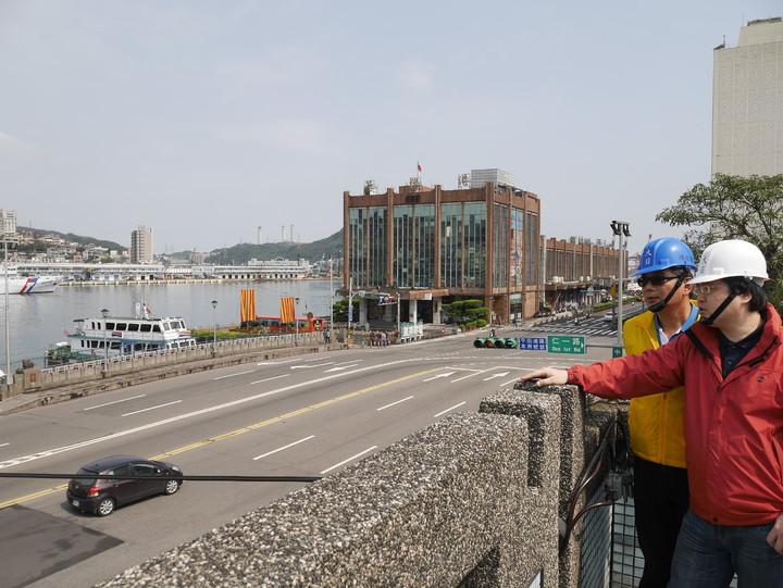 基隆市東岸停車場複合式商場頂樓,將有跑道,咖啡座,成為看郵輪大船入港的新景點。記者吳淑君/攝影