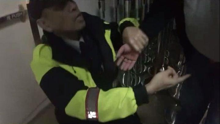 台北轉運站是治安熱點,警方執行盤查勤務時,曾查獲1名男子在跨下藏毒。圖/記者李奕昕翻攝