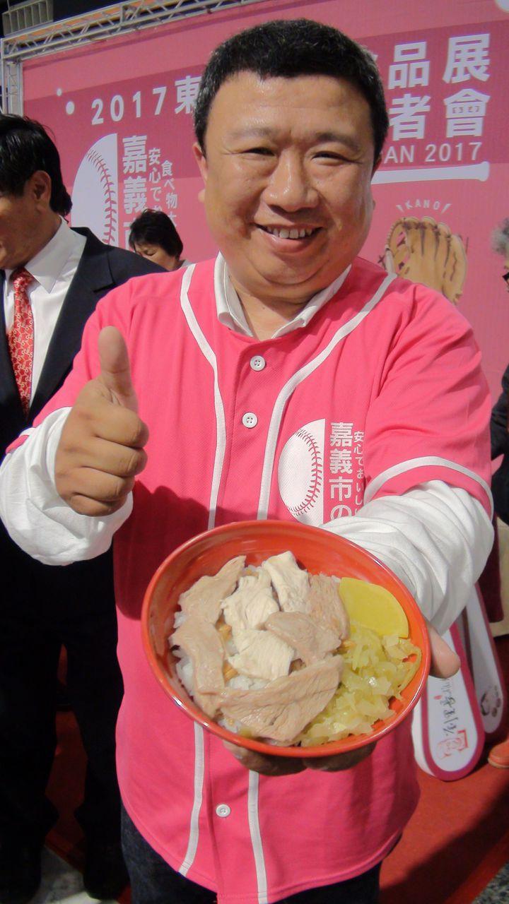 嘉義市知名的「劉里長雞肉飯」業者劉宗源說,沒想到有一天雞肉飯也可以走上國際,相當榮耀。記者王慧瑛/攝影