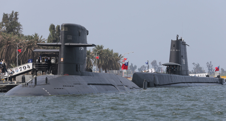 蔡英文總統今天上午南下左營主持潛艦國造簽約儀式、宣示潛艦國造啟動。記者劉學聖/攝影