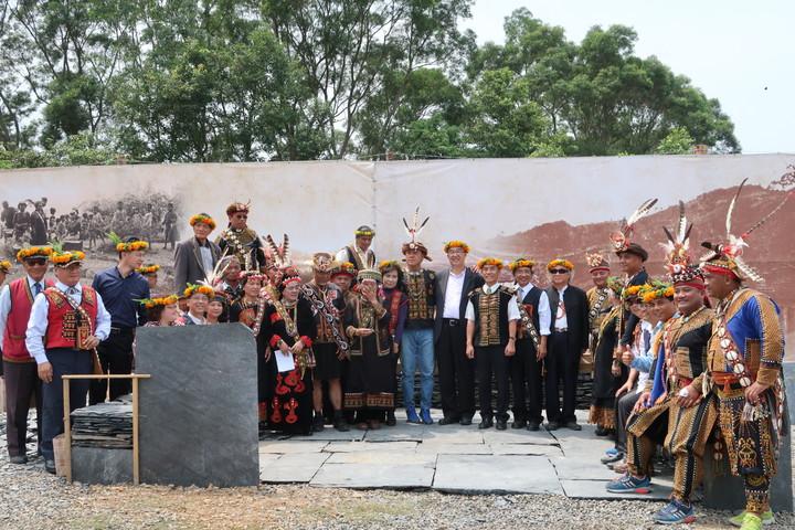 文化部文資局宣布展開舊好茶石板屋聚落的10年修復計畫,今天並在好茶部落舉行文化遺產守護活動。記者翁禎霞/攝影