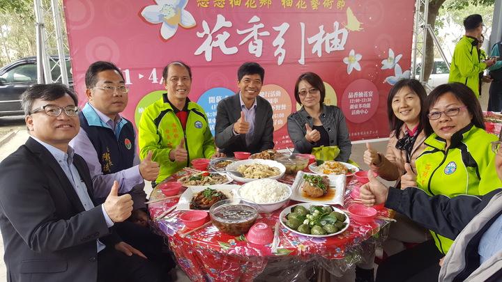 西湖鄉公所在柚花藝術節推出的柚花宴,每天供應35桌,每桌3000元。記者胡蓬生/攝影