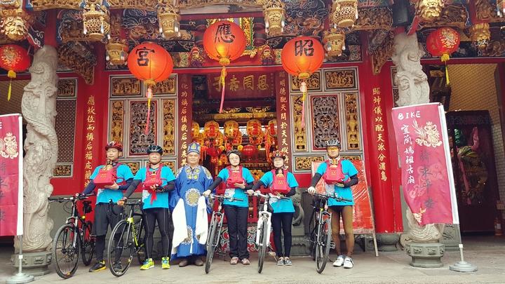 「2017Bike宜蘭媽祖古廟『騎』求平安活動」今年邁入第6年,本周六由6名勇士身揹媽祖,騎單車巡迴宜蘭北部一周。記者吳佩旻/攝影