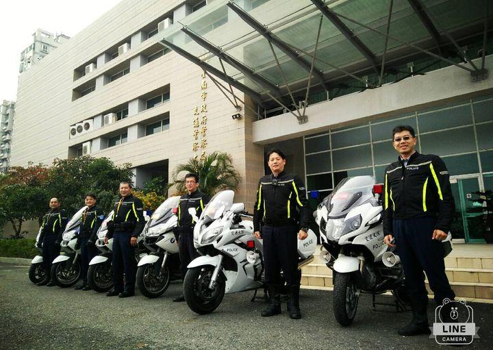台南交大重機鐵騎隊成員,都是精挑細選過,個個帥勁挺拔。記者邵心杰/翻攝