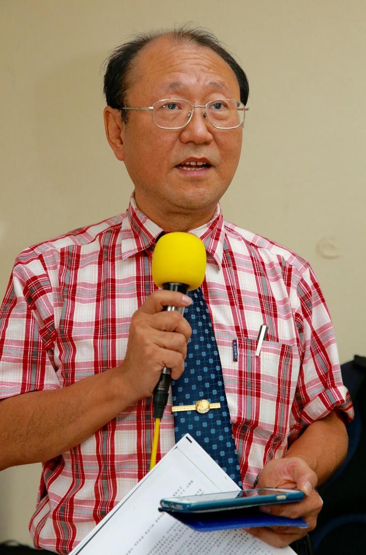 教育部公務人員協會理事長洪泰雄指出,面臨月退金恐腰斬、妻又罹癌,有剛退休的台大教授憂付不出房貸。本報資料照片