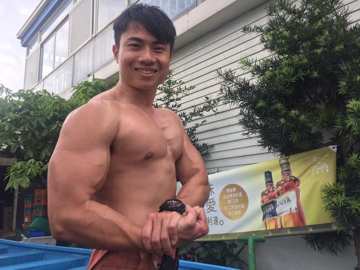 香山分隊林宸羽,結實肌肉,要用大手臂拚冠。記者郭宣&#24419/攝影