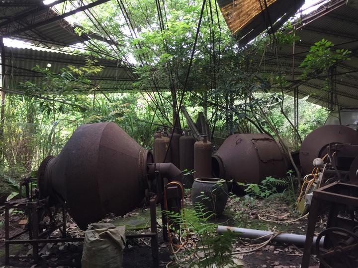 閒置後仍保有不少老製茶機具,能感受到製茶人當年歷史的足跡。記者郭政芬/攝影