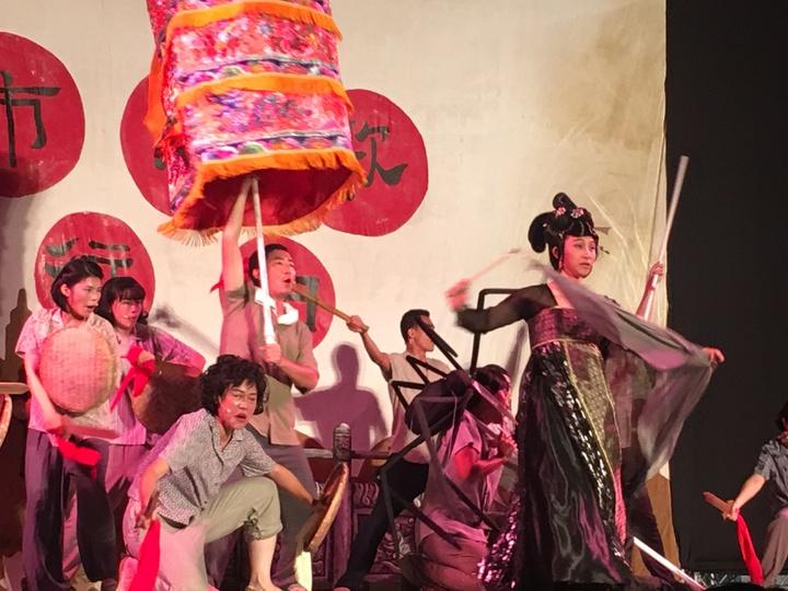 台南新化出生劇作家許正平與阮劇團合作新戲「城市戀歌進行曲」,將新化18嬈蜘蛛精搬上舞台。記者吳淑玲/攝影