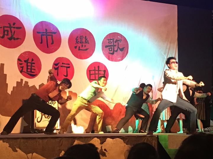 阮劇團「城市戀歌進行曲」中摩托車之戀的歌舞表演。記者吳淑玲/攝影